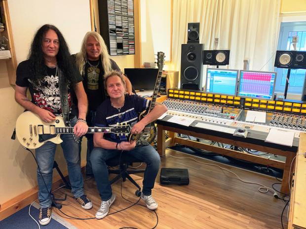 Stuttgarter Metal Prominenz in den Backyard Studios